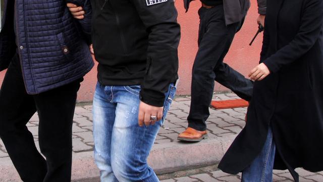 Yurt dışına kaçmaya çalışan FETÖ firarisi çift yakalandı