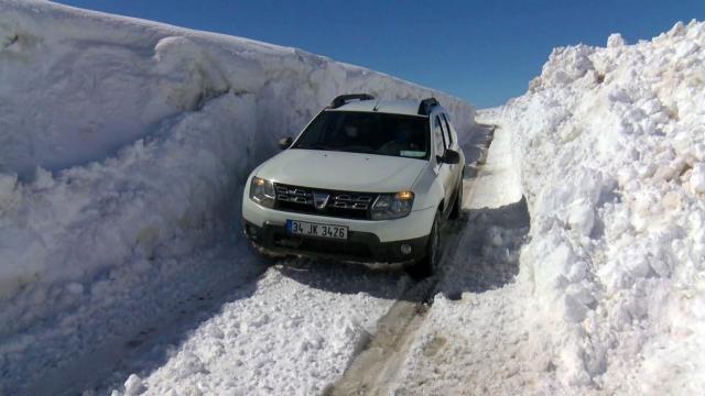 Vanda yoğun kar nedeniyle 19 yerleşim biriminin yolu kapandı
