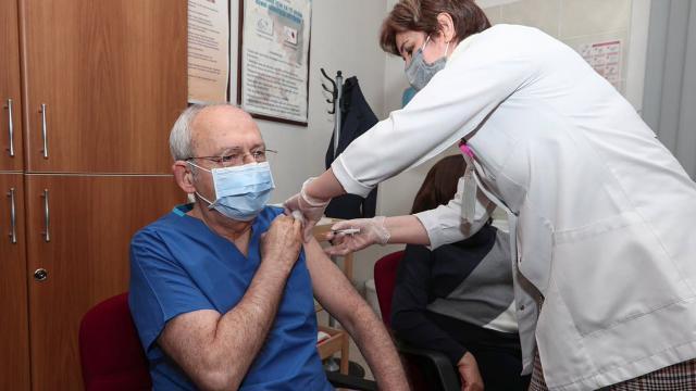 Kemal Kılıçdaroğlu koronavirüs aşısının ikinci dozunu yaptırdı