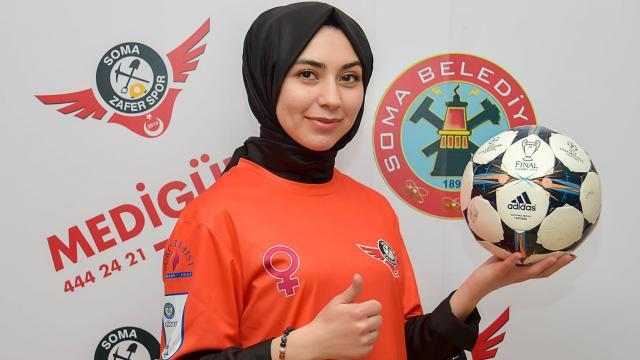 Somadaki kadın futbol takımı, kız çocuklarının spora teşvik edilmesi için proje başlattı