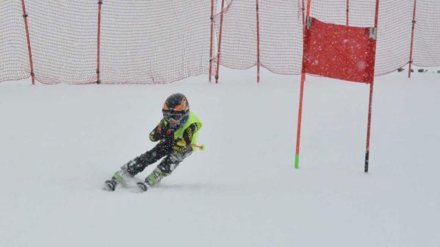 Minik kayakçılar Palandökende yarıştı