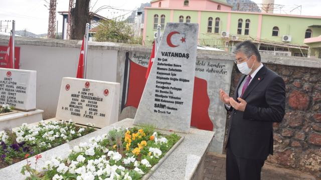 Osmaniye Valisi Yılmaz, Şehit Kaymakam Saim Beyin kabrini ziyaret etti