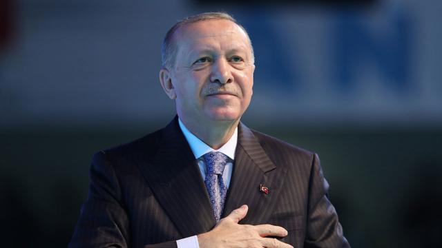 Cumhurbaşkanı Erdoğandan gençlere: Kötü siyasi tecrübeleri örnek almayın