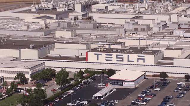 Tesla fabrikasında yüzlerce kişi koronavirüse yakalandı