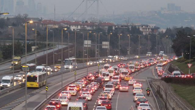 İstanbulda trafik akışında yoğunluk yaşanıyor