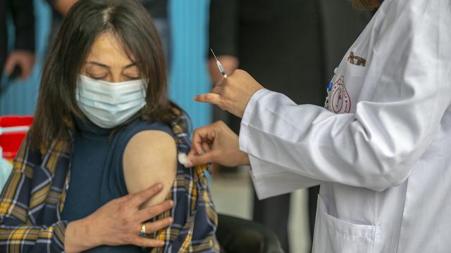 Tunus ve Lübnanda COVID-19 kaynaklı ölümler arttı