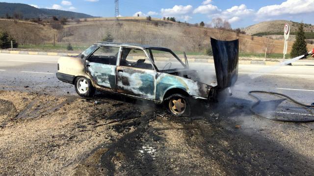 Karabükte seyir halindeki otomobil yandı