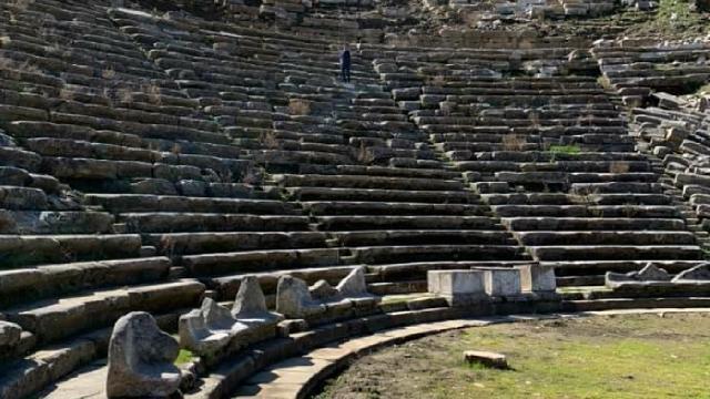 Gladyatörler Şehrinin 2 bin 200 yıllık tiyatrosu gün ışığına çıkıyor
