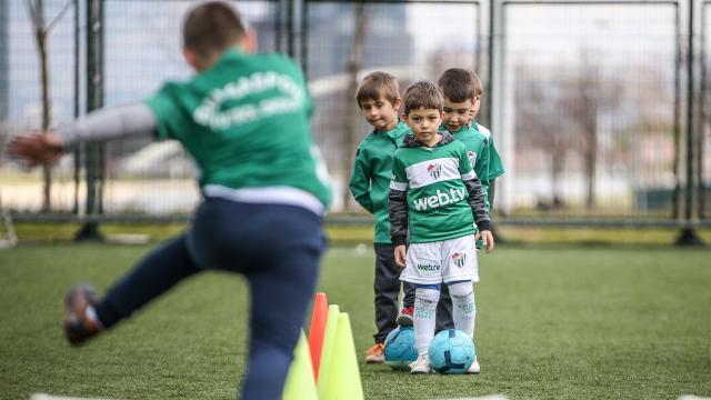 Bursaspor genç yetenekleri futbola kazandırıyor