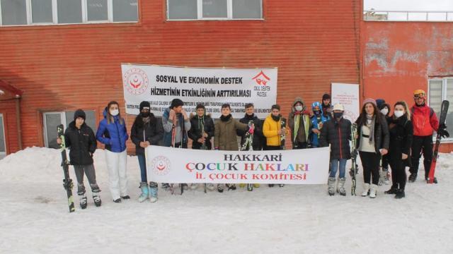 Hakkaride dezavantajlı çocuklar için kayak etkinliği düzenlendi