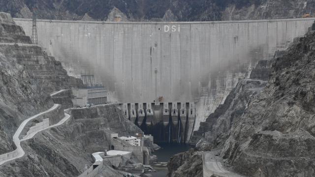 Çoruh Nehrindeki barajlar ve HESler ülke ekonomisine katkı sağlamaya devam ediyor