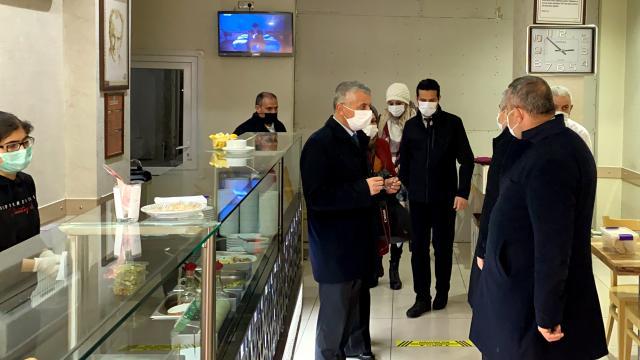 Kırşehir Valisi Akın, ev ziyaretlerinin kentte Covid-19 vaka sayısını artırdığına dikkati çekti