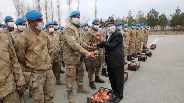 Elmacı Dededen Vandaki askerlere destek