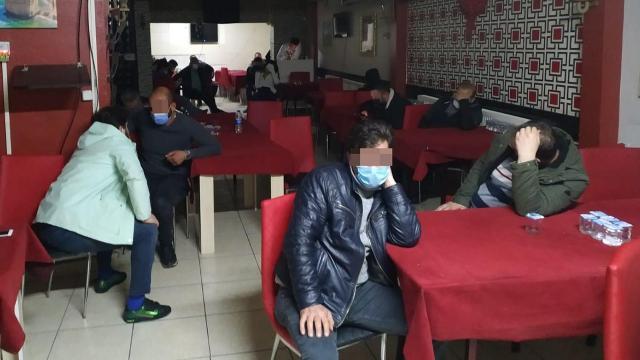 Dernek lokallerinde kumar oynayan 63 kişiye para cezası