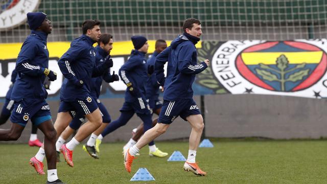 Fenerbahçe derbiye odaklandı