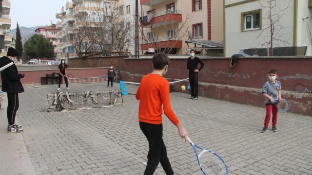 Amasyada çocuklar için mahalle aralarına mini tenis kortları kuruluyor