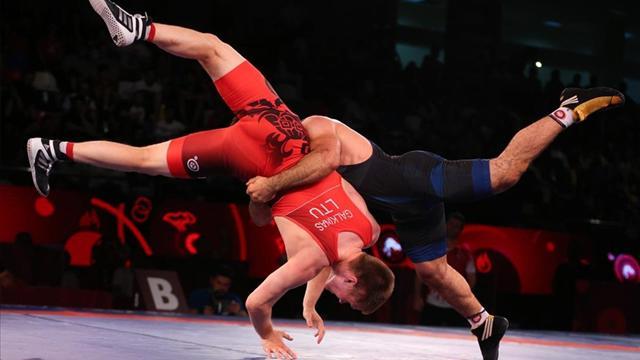 Milli güreşçiler Macaristanda olimpiyat vizesi için mücadele edecek
