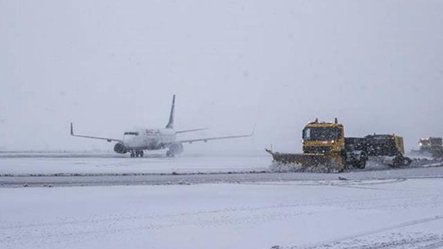 Esenboğa Havalimanında kar yağışı için önlem
