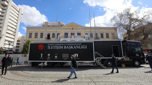 Cumhurbaşkanlığı İletişim Başkanlığı Dijital Tırı 5. durağı İzmirde ziyarete açıldı