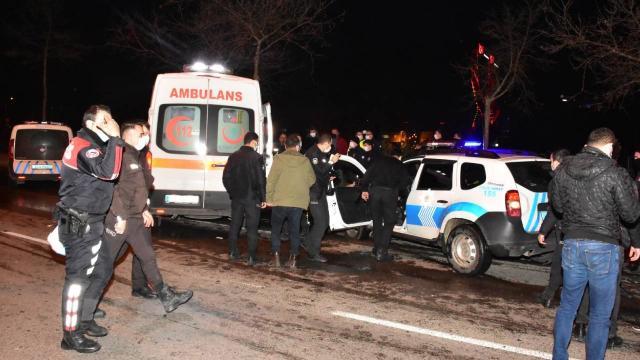 Dur ihtarına uymayıp, polis aracına çarptı: 1 polis yaralı