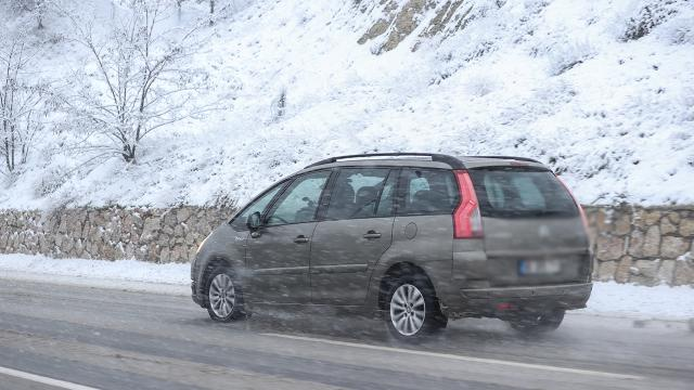Doğu Anadoluda karla karışık yağmur ve kar etkisini sürdürüyor
