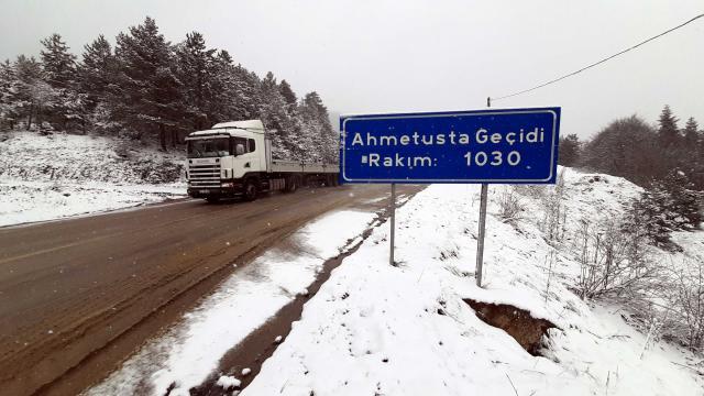 Karabükün yüksek kesimlerine kar yağdı