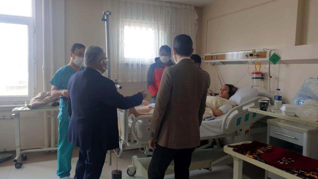Kayseri Büyükşehir Belediye Başkanı Büyükkılıç, kaza yapan turistleri ziyaret etti