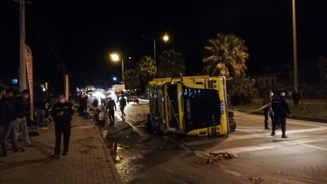 Muğlada devrilen kamyonun sürücüsü yaralandı