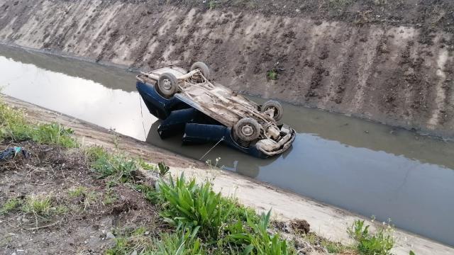 Kontrolden çıkan otomobil sulama kanalına uçtu: 1 yaralı