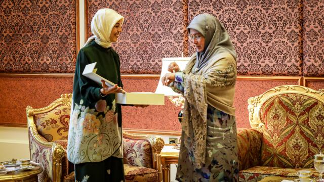 Malezya Kraliçesi Azizah Türk dizilerini yakından takip ediyor