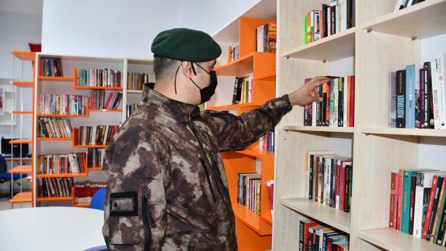 Hakkaride şehit olan özel harekat polisinin ismi kütüphanede yaşatılacak