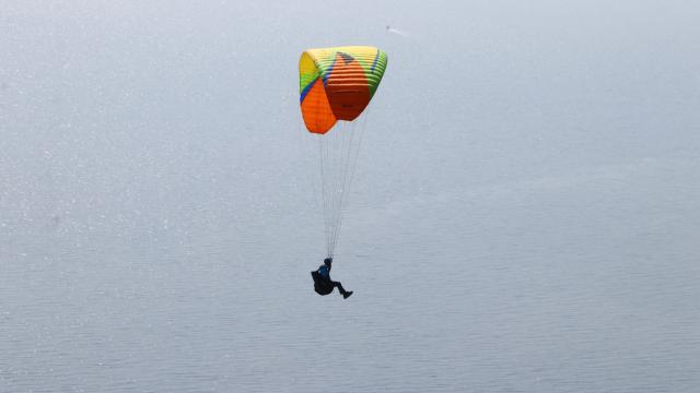 Gökyüzü tutkunları salgının stresini Tekirdağ semalarında yamaç paraşütüyle atıyor