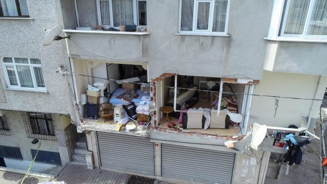 Gaziosmanpaşada patlamanın olduğu binadaki son durum havadan fotoğraflandı