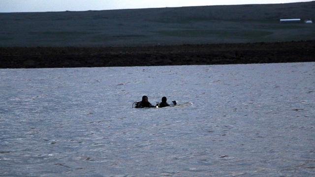 Şanlıurfada gölette kaybolan 2 kişi aranıyor