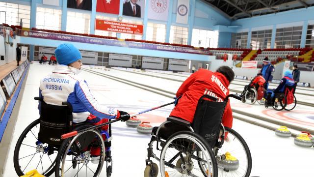 Türkiye ile Rusyanın tekerlekli sandalye curling milli takımları Erzurumda kampta