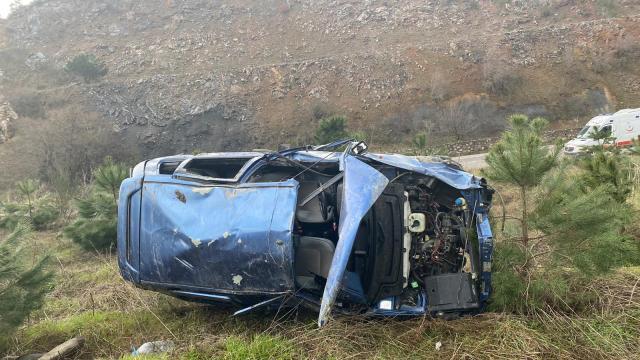 Balıkesirde şarampole devrilen aracın sürücüsü yaşamını yitirdi