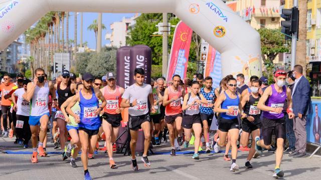 21. Alanya Atatürk Halk Koşusu ve Yarı Maratonu yapıldı