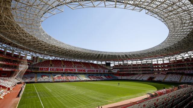 """Antalyadaki """"güneş enerjili"""" stadyum 600 haneye elektrik sağlıyor"""