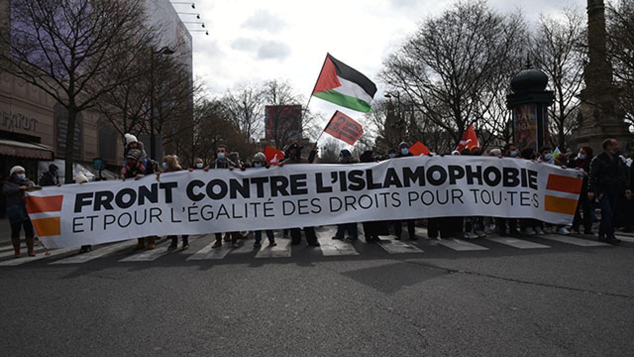 Fransa'da Müslümanları hedef alan yasa tasarısı protesto edildi - Son Dakika Haberleri
