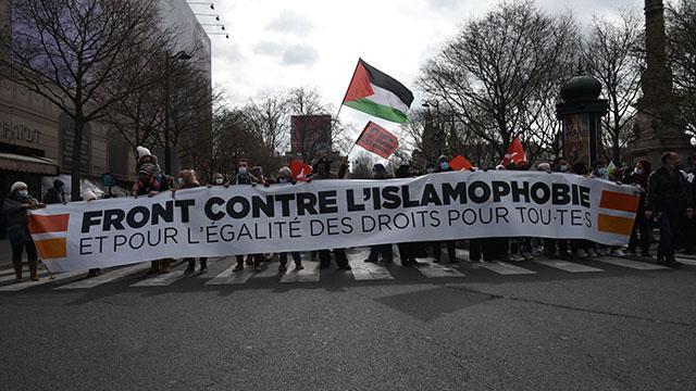 Fransada Müslümanları hedef alan yasa tasarısı protesto edildi