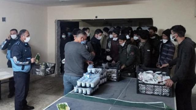 Yurda yasa dışı yollardan giren 82 kişi yakalandı