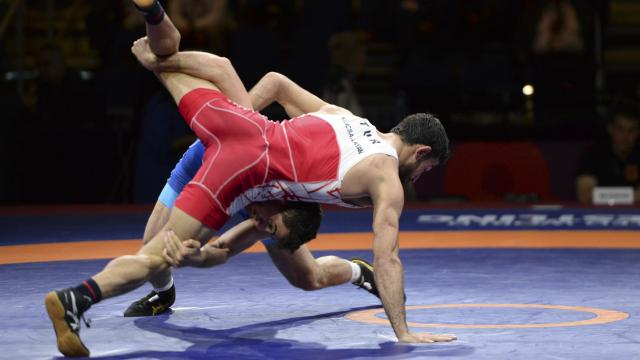 Milli güreşçiler 2 gümüş, 1 bronz madalya aldı