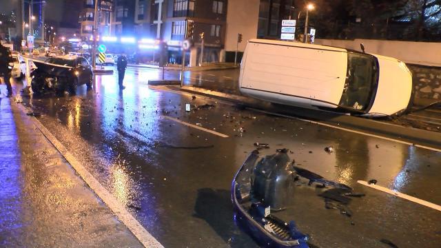 Babasından izinsiz aldığı araçla kaza yaptı: 2 yaralı