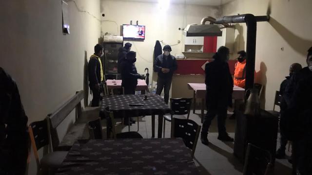 Zonguldakta kahvehanede yakalanan 23 kişiye ceza kesildi