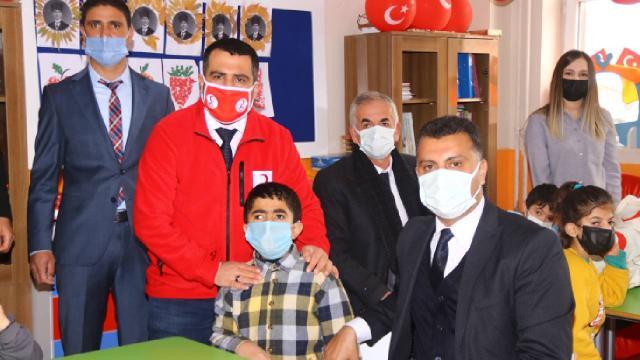 Kızılay gönüllülerinden down sendromlu çocuklara yardım