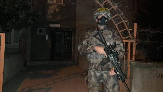 İstanbulda silahlı suç örgütüne operasyon: Çok sayıda şüpheli gözaltında