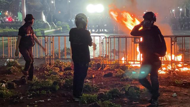 Taylandda, hükümet karşıtı göstericilerle polis çatıştı: En az 30 yaralı