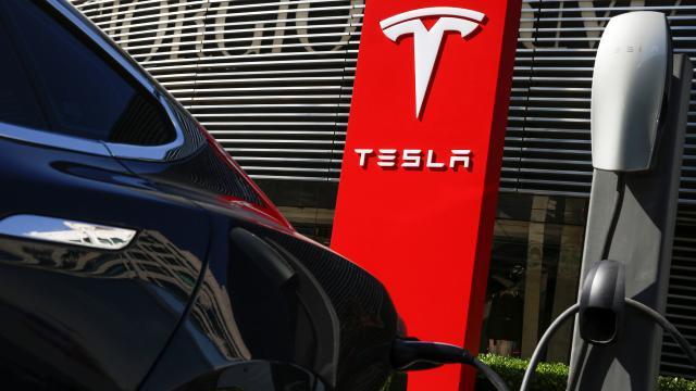 Tesla araçların Çin ordusu tesislerine girişi yasaklandı