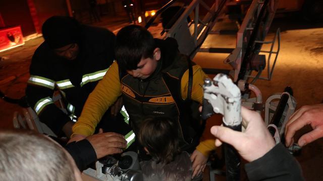 Kayseride apartman yangını: Mahsur kalan 8 kişi kurtarıldı