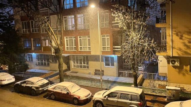 Ankarada beklenen kar yağışı başladı